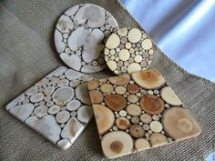 Wood Pallet Projects How to Make Sliced Wood Coasters - These wood coasters are so unique and interesting. It's a joy to be in the dining table with family and friends. Food is always a part of any celebration. Wood Slice Crafts, Wood Crafts, Woodworking Projects Diy, Wood Projects, Popular Woodworking, Woodworking Furniture, Bois Diy, Wood Tree, Wood Resin