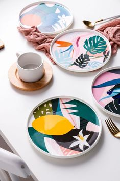 Modern art bone ceramic plates with tropical designs Pottery Painting Designs, Pottery Designs, Paint Designs, Diy Clay, Clay Crafts, Arts And Crafts, Ceramic Plates, Ceramic Pottery, Ceramic Painting