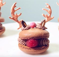 When it comes to macarons, one baker in particular reigns supreme as the ultimate decorating queen. Meghan Rosko, the creative gal behind the popular (and Cute Desserts, Delicious Desserts, Dessert Recipes, Yummy Food, Trifle Desserts, Beautiful Desserts, Chef Recipes, Tasty, Xmas Food