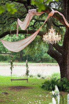 Outdoor wedding decor #weddingdecoration