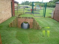 lovely idea for inside a bunny run, so much lovely green grass too that wudnt last five minutes with my buns lol!!!