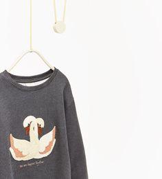 Imagen 5 de Sudadera cisnes de Zara