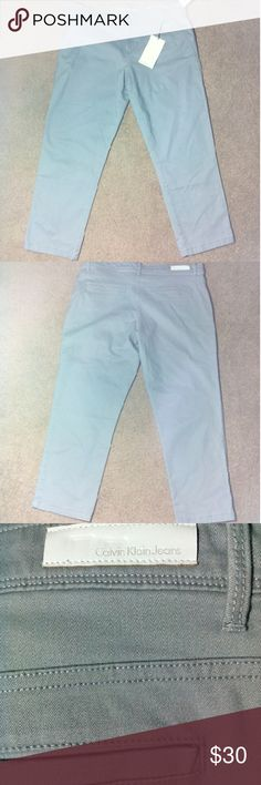 Gray Calvin Klein Ultimate Skinny Jeans Size 32 waist. Front zipper and button closure, belt loops, front and back pockets. Calvin Klein Pants Skinny