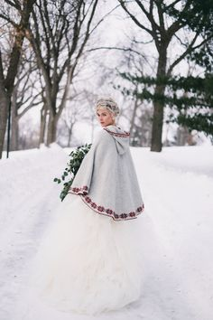 Christmas Wedding Dresses Christmas is a great festival and a wedding on this day doubles the festive and pleasure. For any special event throughout a special season, Xmas wedding dresses in many c… Nordic Wedding, Scandinavian Wedding, Norwegian Wedding, Scandinavian Style, Winter Wedding Cape, Winter Bride, Winter Wonderland Wedding, Winter Weddings, Wedding Shoot