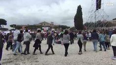 Al Circo Massimo presenti giovani e famiglie con bambini (ANSA)