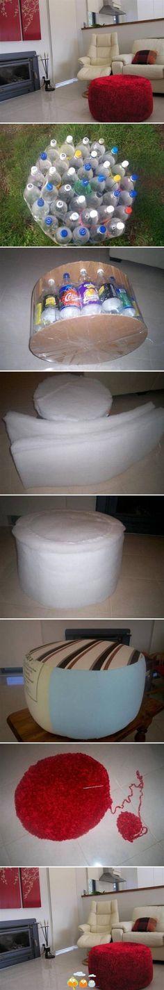 Un puf hecho con botellas de plástico