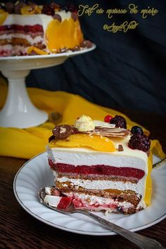 Angel's food: Tort cu mousse de miere Mousse, Biscuit, Deserts, Cooking Recipes, Tv, Food, Model, Chef Recipes, Essen