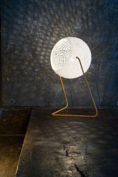Lampe de table en laine TRAMA By In-es. Cool Lighting, Lighting Design, Industrial Lighting, Lighting Ideas, Lampe Crochet, Tree Branch Decor, Fabric Structure, Unique Trees, Deco Design