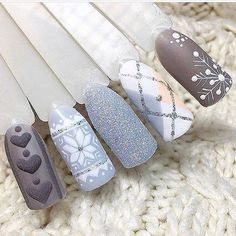 Simple Nail Art Designs That You Can Do Yourself – Your Beautiful Nails Nail Art Noel, Holiday Nail Art, Xmas Nails, Winter Nail Art, Winter Nail Designs, Christmas Nail Designs, Christmas Nail Art, Nail Art Designs, Gold Christmas