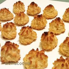 Para preparar estos coquitos, necesitaremos: 150 gr de azúcar glas – 200 gr d. Kitchen Recipes, My Recipes, Mexican Food Recipes, Sweet Recipes, Cookie Recipes, Snack Recipes, Dessert Recipes, Favorite Recipes, Snacks