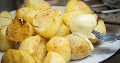 This recipe of Potatoes with Rosemary is very simple and easy to cook.You boil the potatoes and then fry them in olive olive and they come out so crispy on the outside. They can be served with mayonnaise.