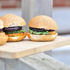Roasted Beet and Yam Sliders. Roasted Beets and Sweet Potato Sliders with chipotle mayo and gourmet mustard. Chipotle Mayo, Roasted Beets, Vegetarian Recipes, Healthy Recipes, Wrap Recipes, Convenience Food, Eating Habits, Sliders, Sweet Potato
