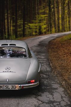 Mercedes Benz – One Stop Classic Car News & Tips Lux Cars, Retro Cars, Vintage Cars, Mercedes Benz 300, Classy Cars, Classic Mercedes, Car Photography, Sport Cars, Dream Cars
