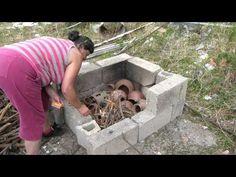 Tradición alfarera berebere del Rif. Desde más de 2000 años esta tradición alfarera pasa de madre a hija. Thamimount es la última alfarera que sigue la tradi...