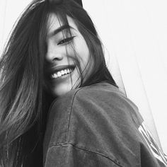 Tumblr girl. Inspiracao de fotos tumblr em preto e branco. Pinterest: @giovana
