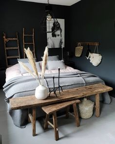 donkere slaapkamers, bedroom with dark walls, cosy bedroom, gezellige slaapkamer Furniture, Cozy Bedroom, Home Bedroom, Dark Bedroom, Bedroom Design, Home Decor, Room Inspiration, House Interior, Home Interior Design