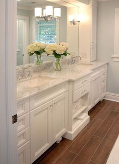 Hottest Absolutely Free Master Bathroom countertops Suggestions An skillfully refurbished master bathroom will provide ages of beer and comfort. Cabinets And Countertops, Bathroom Countertops, Marble Countertops, Bad Inspiration, Bathroom Inspiration, Dream Bathrooms, Beautiful Bathrooms, White Bathrooms, Master Bathrooms