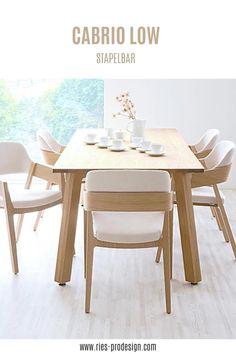Stapelbare Designstühle aus Holz mit komfortabler Polsterung. Sperrholz Lamelle mit sichtbaren Kanten bildet Sitzfläche und Rückenlehne. Niedrige, abfallende Armlehnen ermöglichen platzsparende Position am Tisch. Vielseitige Verwendung als Esstisch Stühle, Bankettstühle, Konferenzstuhl, Sessel Wohnzimmer Erstinformation und Beratung unter +43 699 15990977. Stühle aus europäischer Produktion. #sitzmoebel, #konferenzstuhldesign, #RiesProDesign Family Room Design, Interior Design Living Room, Esstisch Design, Casual Living Rooms, Rooms Home Decor, Dining Table, Dining Rooms, Beautiful Family, Great Rooms