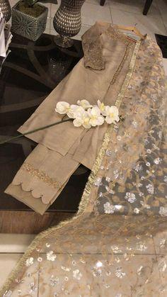 Best 9 Formal dresses – Page 351210470942151222 – SkillOfKing. Stylish Dress Designs, Designs For Dresses, Stylish Dresses, Simple Dresses, Fashion Dresses, Women's Fashion, Desi Wedding Dresses, Party Wear Dresses, Wedding Wear