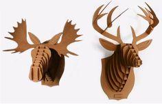 Cabezas de animales formadas por láminas de cartón. Este producto (diseño industrial) lo ofrece la empresa Cardboard Safaride Estados Unidos.