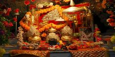 Mata Vaishno Devi is one of the most religious and Hindu Pilgrimage destination in India. Mata Vaishno Devi tour is one of the most popular pilgrimage tour of India. Tirumala Venkateswara Temple, Hindu Temple, Srinagar, Ahmedabad, Volvo, Temple Indien, Mumbai, Mata Vaishno Devi, Mata Rani