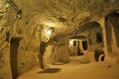 Kaymaklı Underground CityShare:  Ondergrondse steden Cappadocië's eerste begon te worden gebeiteld uit de grond in de Bronstijd Hittitische tijdperk, maar ze zijn het meest bekend om hun vroege Byzantijnse geschiedenis (6e en 7e eeuw) toen de regio's christenen gingen ondergronds leven voor langere tijd om te ontsnappen uit Arabische en Perzische indringers. Kaymaklı Underground City is het grootste voorbeeld van Cappadocië met een labyrint van kamers verbonden door tunnels die zich…