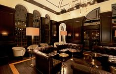 Drumbar at Raffaello Hotel Chicago Dark Wood Panels Gold Coast Bar Leather Sofas Cold Accents Architectural Digest, Basement Bar Plans, Basement Bar Designs, Basement Ideas, Best Rooftop Bars, Chicago Hotels, Chicago Restaurants, Faux Fireplace, Fireplaces