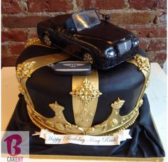Huge Crown and Bentley Car Cake Image Birthday Cake, 21st Birthday Cakes, Car Cakes For Men, Queen Cakes, Cupcakes Decorados, Mom Cake, Bentley Car, Couture Cakes, Cake Decorating Techniques