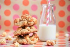 Crunch and Munch Cookies with Caramel Popcorn New Recipes, Cookie Recipes, Dessert Recipes, Desserts, Caramel Cookies, Caramel Corn, Food Club, Brownie Bar, Secret Recipe