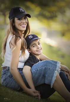 Mom And Son Outfits, Mother Daughter Outfits, Fun Family Photos, Family Picture Poses, Mother Son Pictures, Mother Son Photography, Mommy And Me Photo Shoot, Mothers Of Boys, Mommy And Son