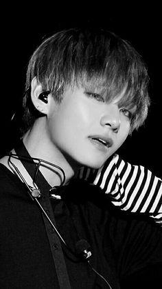 I think this is when his grandmother passed away Jimin, Bts Bangtan Boy, K Pop, Wattpad, Fanfiction, Bts Black And White, Kim Taehyung, Bts And Exo, Tumblr