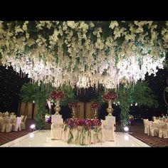 """FIRST WEDDING With NEW CHANDELIER at MULIA HOTEL, Congrats to HARRY & CINDY @hotelmuliajkt @lotusdecoration @johankusnadi @ruddy388 @limsuwen @divine.wo…"""