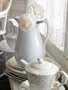 . . . Cabin & Cottage : White Weekend
