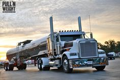 What's not to love about this Freightliner? Thanks for sharing Pull N Weight! #Frieghtliner #Trucking
