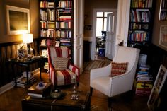 Cozy lounge... Lots of books...