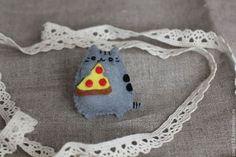 Броши ручной работы. Ярмарка Мастеров - ручная работа Брошь из фетра кот с пиццей. Handmade.