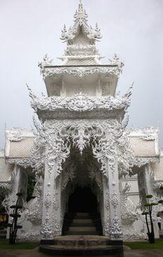 scottsparksphotography:  White temple in Chiang Rai   Bangkok...
