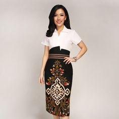 Batik Kultur – Baju Kain Batik Tulis by Dea Valencia Model Dress Batik, Modern Batik Dress, Rok Batik Modern, Batik Fashion, Ethnic Fashion, Dress Batik Kombinasi, Blouse Batik, Hijab Fashion Inspiration, Fashion Dresses