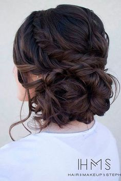 Great Hair Updos for Christmas ★ See more: http://glaminati.com/great-hair-updos-christmas/