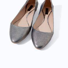 Image 4 of SHINY LEATHER VELVET SLIP-ON from Zara