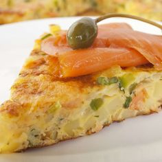An Easy, Elegant Crustless Quiche for Your Next Brunch - Top Trends Smoked Salmon Quiche, Grilled Salmon, Spinach Stuffed Mushrooms, Stuffed Peppers, Quiche Dish, Quiche Crustless, Medifast Recipes, Mushroom Quiche, Healthy Grilling