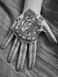 Images of Lord Ganesha: Mehndi. I hope someday to go to India for Ganesh Chaturthi, his birthday. Mehndi Tattoo, Ganesha Tattoo, 1 Tattoo, Henna Tattoo Designs, Mehandi Designs, Henna Mehndi, Henna Art, Mandala Tattoo, Body Art Tattoos