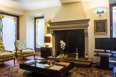 Sala relax hotel degli oleandri Sirmione Sala Relax, Hotel Interiors, Oversized Mirror, Furniture, Home Decor, Homemade Home Decor, Home Furnishings, Decoration Home, Arredamento