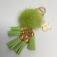 26.00$  Watch here - http://vigni.justgood.pw/vig/item.php?t=om1y72e36426 - Cute Genuine Mink Fur Pom Pom Keychain with suede tassels and flower charm in Ne