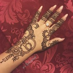 I really like how this henna design turned out . . . . . . . . . . . . . . . . . . #henna #hennadesign #hennainspire #hennaart #ayshasmehndi #hennapattern #hennaartist #art #artistsoninstagram #mehndi #mehndidesign #mehndiinspire #mehndiart #pattern #design #floralpattern #bodyart #temporarytattoo
