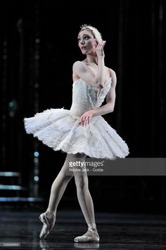 Sarah Lamb as Odette in the Royal Ballet's production of Marius Petipa and Lev Ivanov's Swan Lake at the Royal Opera House Covent Garden in London. Royal Ballet, Covent Garden, Swan Lake Costumes, Ballet Dancers, Ballet Class, Sarah Lamb, Swan Lake Ballet, Ballet Dance Photography, Paris Opera Ballet