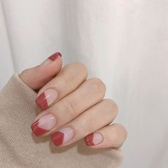 15 Nail Art Designs for Fall That Aren't Tacky — Anna Elizabeth The best classic manicures with stylish, yet subtle nail art for Fall 2019 Korean Nail Art, Korean Nails, Korean Art, Minimalist Nails, Subtle Nail Art, Uñas Diy, Valentine Nail Art, Fall Nail Art, Red Nail Art