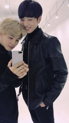 wait jimin actually accepted to take a selfie like this ? with kookie that tall compared to him ? Sweet our baby bly is no longer complexed about his height ! ❤❤