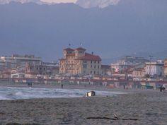 Spiaggia di Viareggio e Grand Hotel Royal sui Viali a Mare.