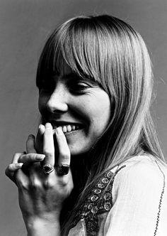 A portrait of Joni Mitchell from a photo shoot for Vogue magazine, November 1968.  Photo:     Jack Robinson/Hulton Archive/Getty Images